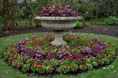 Formalny kwiatu przygotowania przy Regent ` s parkiem, Londyn, UK obraz stock