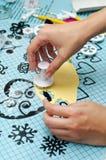 Formar mariposas de la pasta de azúcar Fotografía de archivo libre de regalías