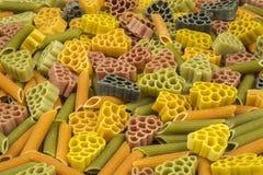 Formas coloridas e diferentes fim-ap da massa como o fundo Fotos de Stock
