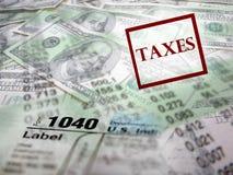 Formas de impuesto encima del dinero imagen de archivo libre de regalías