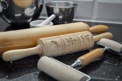 formas de madeira dos pinos e do springerle do rolo imagens de stock royalty free