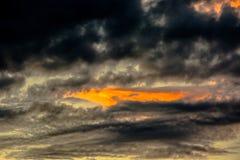 Formas de nubes en el cielo Fotos de archivo