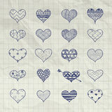 Formas tiradas mão do coração do vetor com testes padrões da garatuja ilustração royalty free