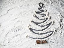 Format julträd av mjölstjärnan och kanel arkivfoto