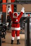 Formation authentique de Santa Claus dans le gymnase images libres de droits