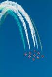 Formation d'aéronefs exécutant dans un airshow Photographie stock