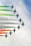 Formation d'avions à réaction avec de la fumée de couleur Photo libre de droits