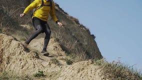 Formation de coureur dans les montagnes clips vidéos