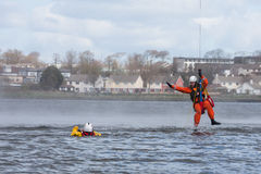 Formation de délivrance de l'eau d'équipage de la garde côtière Photos libres de droits