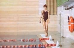 Formation de forme physique dans la formation de piscine Photos libres de droits