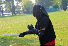 formation de guerrier d'arts martiaux avec le masque protecteur photographie stock libre de droits