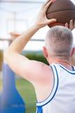 Formation de joueur de basket sur la cour concept au sujet de basketbal Photos libres de droits