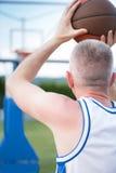 Formation de joueur de basket sur la cour concept au sujet de basketbal Photographie stock