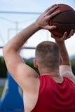 Formation de joueur de basket sur la cour concept au sujet de basketbal Photographie stock libre de droits