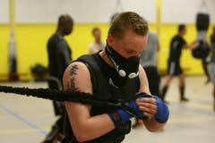 Formation de Judoka avec le masque de HPVT Photos stock