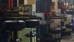 Formation de la machine de pneu dans l'action banque de vidéos