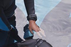 Formation de libre de plongée sur la piscine photo libre de droits