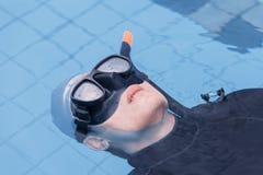 Formation de libre de plongée sur la piscine photo stock