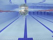 Formation de natation d'athlète Photographie stock libre de droits