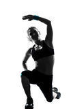 Formation de poids de maintien de forme physique de séance d'entraînement de femme photographie stock libre de droits
