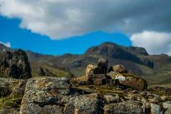 Formation de roche à l'arrêt de repos de l'Islande photo stock