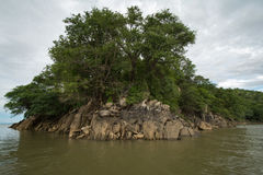 Formation de roche à la bouche de la gorge de Sanyati, le Lac Kariba image libre de droits