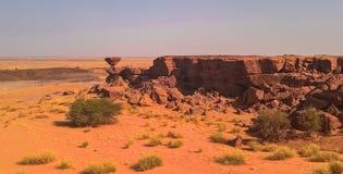 Formation de roche au désert du Sahara près de la région de Tchirozerine, Agadez, Niger Photo stock