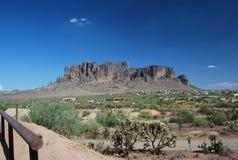 Formation de roche de ciel bleu photographie stock