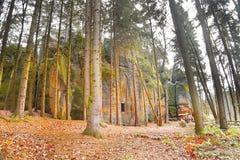 Formation de roche mystérieuse en vallée de 'enfer' en automne Photo libre de droits