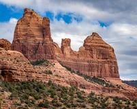 Formation de roche scénique de cathédrale à la crique de chêne dans Sedona Arizona Image libre de droits
