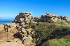 Formation de roche sur le bord de la mer Photos stock