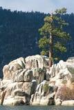 Formation de roche sur le lac Photographie stock libre de droits