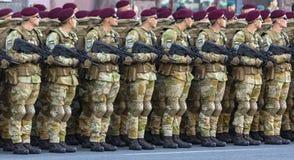 Formation des soldats à l'examen photo stock