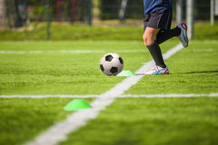 Formation du football du football pour des enfants Photo stock