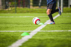 Formation du football pour des enfants Photo stock