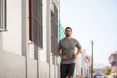 Formation et fonctionnement d'athlète dans la ville photo stock