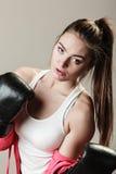 Formation féministe de femme, boxe Photographie stock