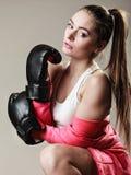 Formation féministe de femme, boxe Photo stock