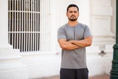 Formation masculine de coureur dans la ville photos libres de droits