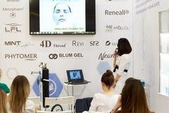 Formation ou un séminaire sur des méthodes modernes dans la cosmétologie et la médecine photos libres de droits