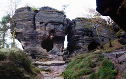 Formation rocheuse dans les roches steny de Tiske dans le piskovce de Labske Photographie stock libre de droits