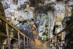 Formations accentuées de chaux caverne dans de paradis de caverne ou de Thien doung Phong Nha KE frappent la région du Vietnam Images libres de droits