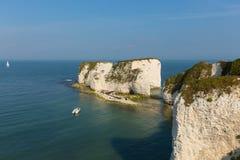 Formations BRITANNIQUES jurassiques de craie de Dorset Angleterre vieilles Harry Rocks de côte comprenant une pile photos stock