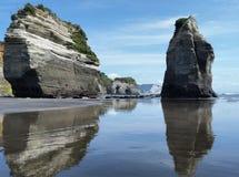Formations côtières de roche de Tongaparutu Image libre de droits