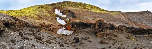 Formations de grès au-dessus des murs de cratère de la fissure volcanique de Lakagigar dans les sud de l'Islande photographie stock libre de droits