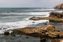 Formations de roche érodées au point Loma Tide Pools photo libre de droits