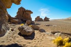Formations de roche autour d'Arbol de Piedra, désert de Siloli, Bolivie photos stock