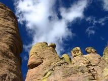 Formations de roche avec le beau ciel Images stock