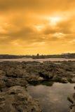 Formations de roche avec le château au coucher du soleil Photographie stock