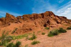 Formations de roche colorées en canyon de conte de fées, Kirghizistan photographie stock